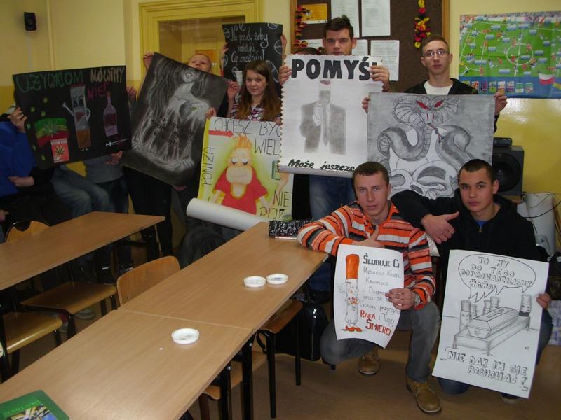WSC-Uczestnicy_prezentuja_plakaty