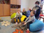 """Dzieci lubią taniec, taniec lubi dzieci – zajęcia terapeutyczne w Przedszkolu Specjalnym """"Kraina Tęczy"""" w SOSW we Wschowie"""