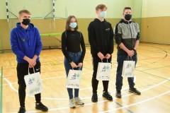 Uczniowie biorący udział w biegu